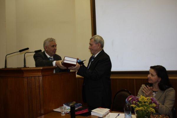 Профессор М.К. Треушников