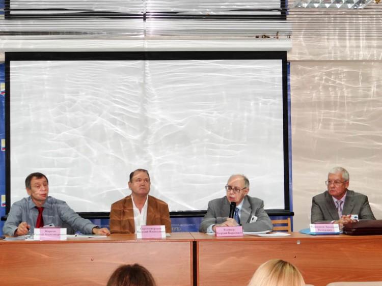 Президиум конференции: слева направо - С. А. Марков, В.В. Сорокожердев, Г.Б. Клейнер, А.Я. Рыженков