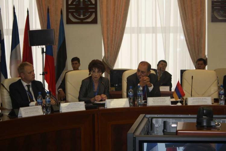 Слева направо: В. Гуреев, Т. Игнатьева, А. Арутюнян