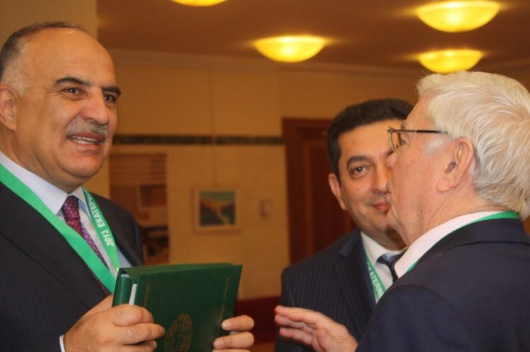 Обмен мнениями:  С.М. Ализаде с коллегами