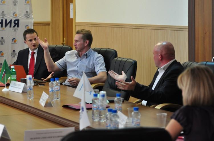 Защита прав и интересов граждан-взыскателей в России: проблемы выбора оптимальной модели принудительного исполнения